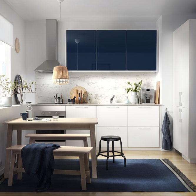 Небольшая, но стильная кухня для пары