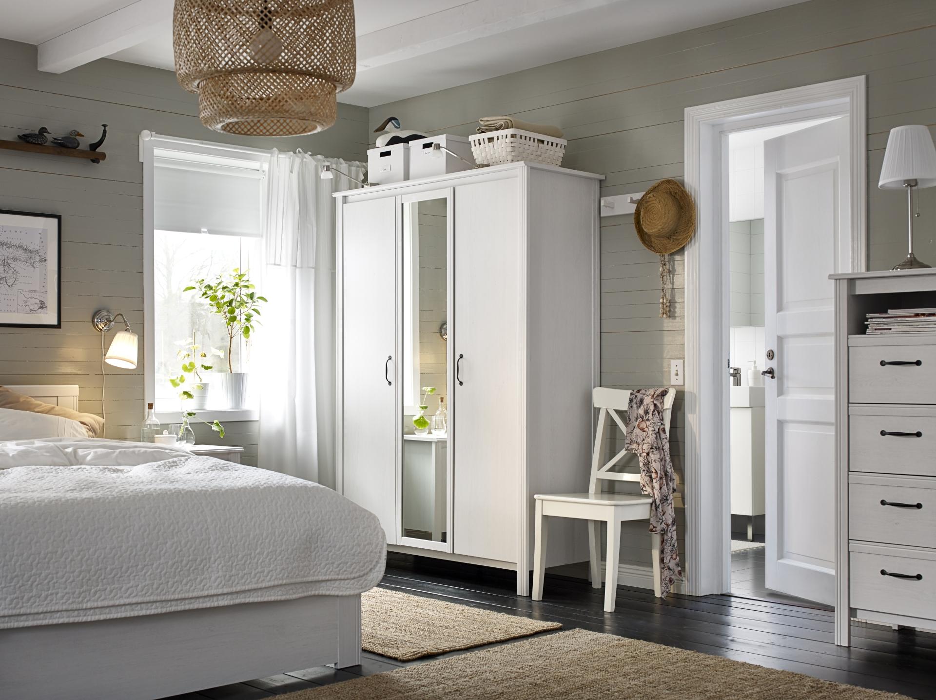 Классический интерьер спальни по доступной цене