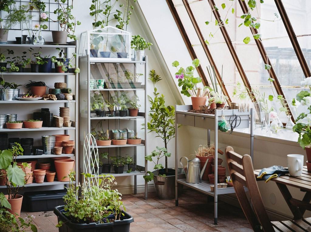 Место для растений, горшков и садовых инструментов