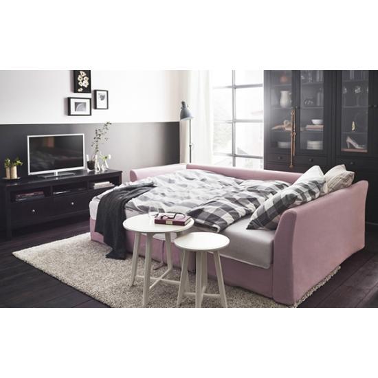 Маленькая софа добавит уюта вашей спальне