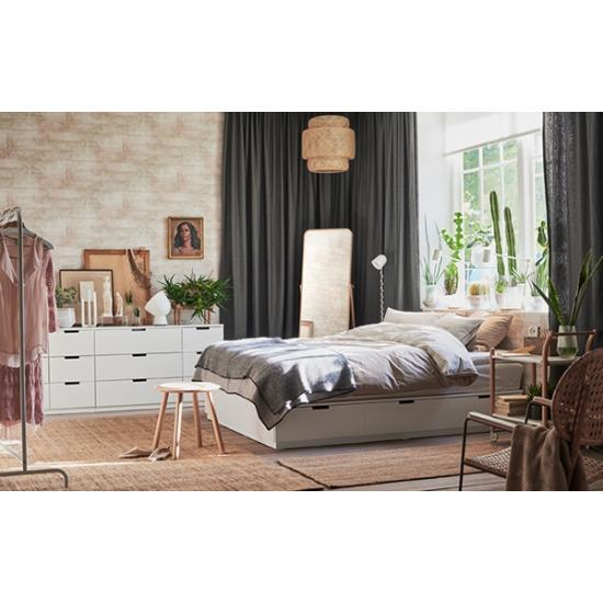 Компактное хранение в уютной спальне
