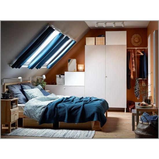 Скошенный потолок – уютная спальня