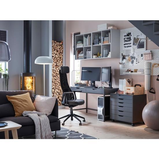 Стильный домашний офис для молодой женщины