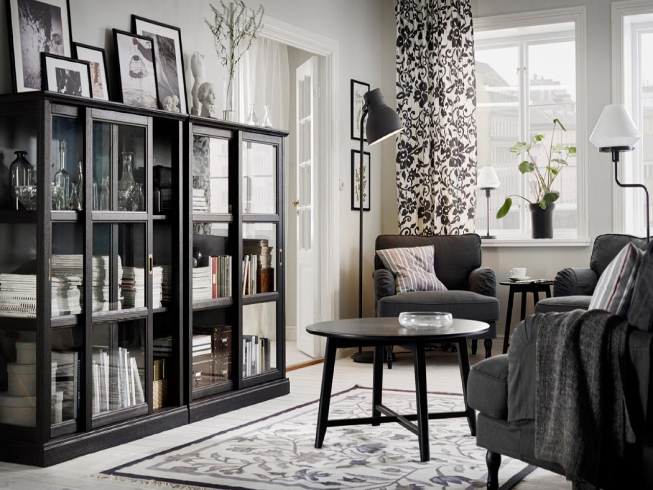 строгая черно белая гостиная в стиле Ikea
